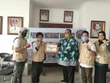 Ringankan Beban Warga Riau di Jabodetabek, Satgas Covid-19 PMRJ Bagikan Kupon Sembako