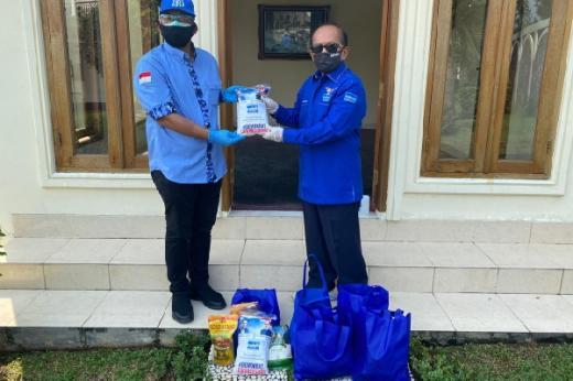 Syarief Hasan Bagikan Ribuan Paket Sembako untuk Warga Terdampak Pandemi Covid-19
