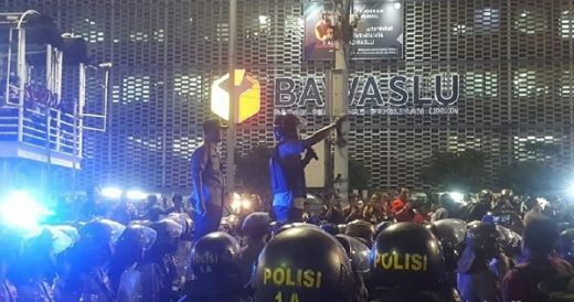 Massa Aksi Tolak Pemilu Curang Tertahan di HI dan Bubar Sebelum Tengah Malam