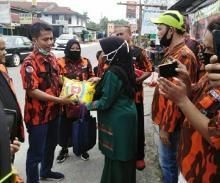 Peduli Covid-19, Pemuda Pancasila Tuah Karya Salurkan 1 Ton Beras dan Paket Sembako ke Warga