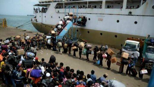 Ribuan Pemudik Tujuan Sumatera Mulai Padati Pelabuhan Bakauheni
