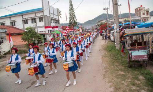 Mantap Kali Bah..! 300 Polisi dan Tentara Margondang di Karnaval Kemerdekaan Pesona Danau Toba