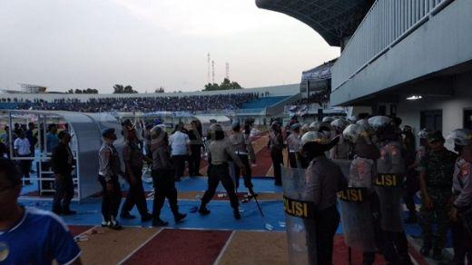 Laga PSIM vs Persis Solo Ricuh, Polisi Tembakkan Gas Air Mata