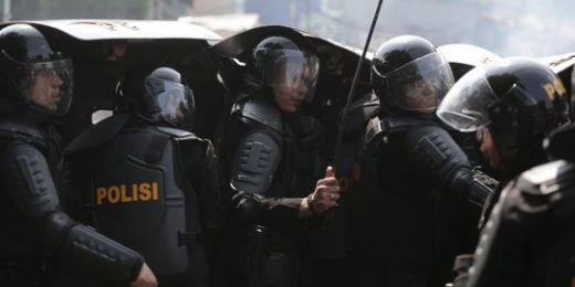 Demo di Mapolres Pamekasan Madura Memanas, Brimob Pukul Mundur Massa