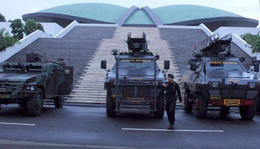 Jelang Aksi 22 Mei Siang Nanti, Petugas Gembok Semua Gerbang Gedung DPR