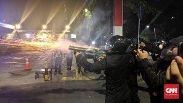 Massa Mulai Bakar-bakar di Tenabang, Polisi Kerahkan Water Cannon