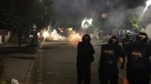 Rusuh Makin Meluas di Tenabang, Polisi Terus Tembaki Massa dengan Gas Air Mata dan Water Canon
