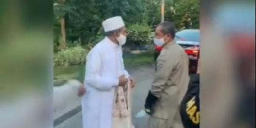 Habib Umar Abdullah Assegaf dan Petugas yang Sempat Adu Fisik Berdamai