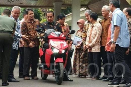 Hadapi dengan Senyuman: Bamsoet Ungkap Hikmah Prank Lelang Sepeda Motor Jokowi
