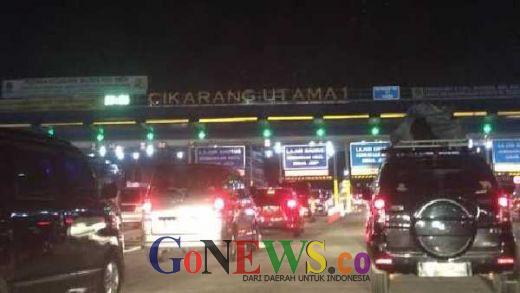 Sempat Macet 6 KM, Gerbang Tol Cikarang Utama ke Cikampek Berangsur Lancar