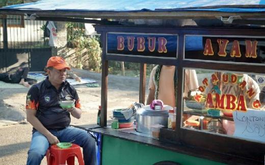 Kisah Mang Obek ke Ketua MPR, Taklukkan Jakarta dengan Bubur Ayam