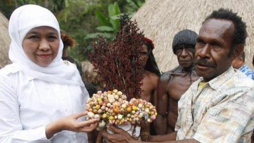 Salam Papeda, Cara Gubernur Khofifah Rangkul Masyarakat Papua