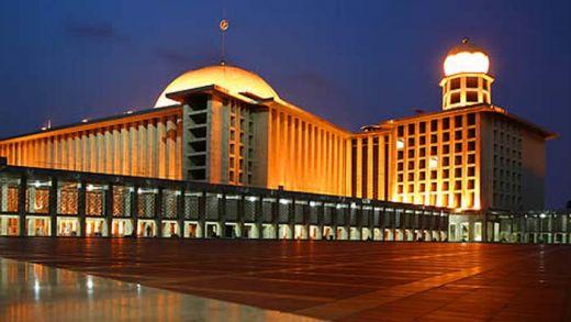 Kenapa Masjid Istiqlal Dibangun di Depan Gereja Katedral? Ternyata Ini Alasannya...