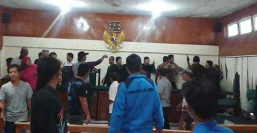Keluarga Korban Pembunuhan Ngamuk, Terdakwa Jadi Bulan-bulanan Massa di Ruang Sidang