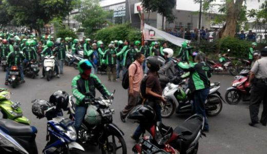 Saling Balas, Pengemudi Grab dan Go-Jek Sweeping Angkot, Bentrokan Pecah di Terminal Bogor