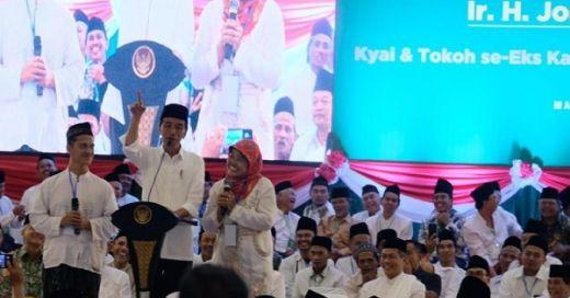 Dipanggil ke Podium, Wanita Banser Curhat Minta Uang Motivasi ke Jokowi