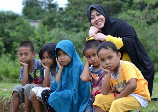 Caleg Golkar Erna Rasyid Taufan Sapu Bersih Sejumlah TPS