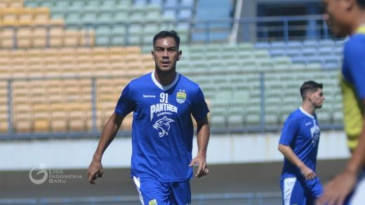 Omid Nikmati Latihan Perdana di Persib Bandung