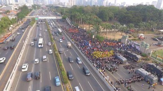 Marak Aksi Demo, Jokowi Kumpulkan Menteri di Istana