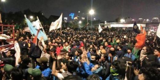 Bubar dengan Tertib, Besok Jumlah Massa Aksi Lebih Besar Bakal Kembali ke DPR