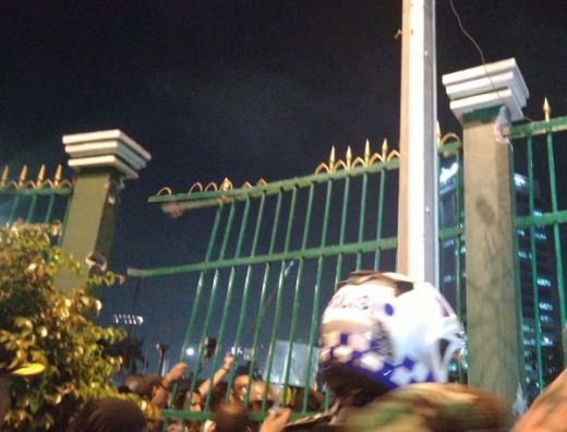 Demo Tolak RKUHP Ricuh, Mahasiswa Jebol Pagar DPR