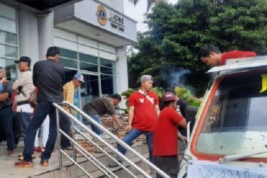 Warga T.M. Kembalikan 17.800 Telor, Padahal Lions Club Cuma Sumbang 15.000 Telor