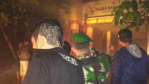 Dandim Pekalongan Langsung Terjun Bantu Padamkan Api di Mall Borobudur