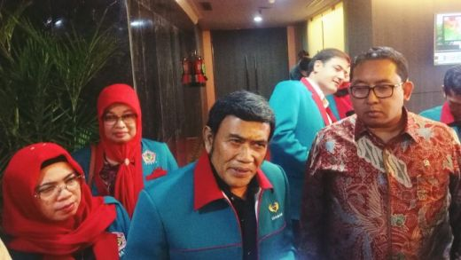 Sambangi Fadli Zon di DPR, Bang Haji Nyanyi Lagu Stop