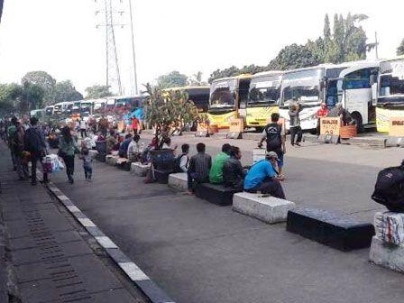 H-1 Lebaran, Terminal Bus Kota Pekalongan Pagi Ini Dipadati Pemudik