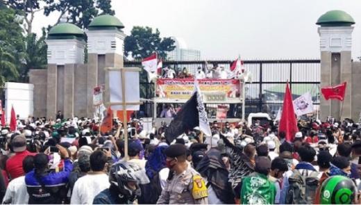 Selain Tolak RUU HIP, Massa Desak MPR Gelar Sidang Istimewa untuk Berhentikan Jokowi