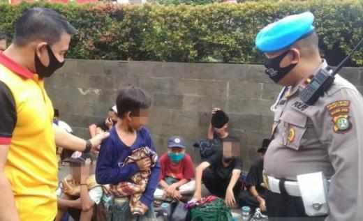 Demo Usai, Puluhan Anak Terlantar di Depan Gedung DPR