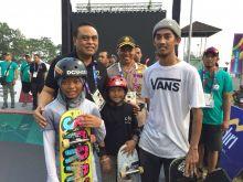 Atlet Skateboard-Rollerskate Makin Pede
