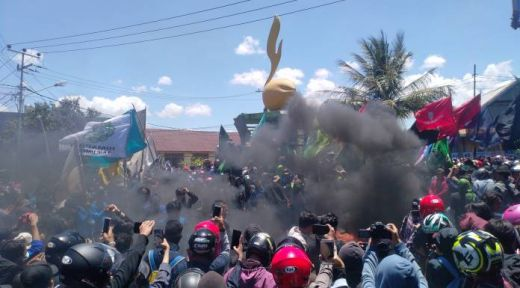 Aksi Demo, Mahasiswa Kota Parepare Duduki Kantor DPRD