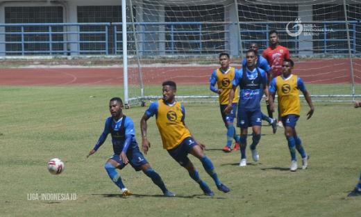 Pelatih Persib Bandung Terus Asah Transisi Permainan