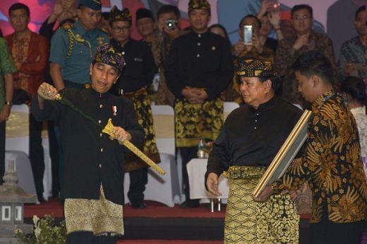 Survei Charta Politika: Prabowo Belum Pengalaman, Jokowi Tak Bisa Dipercaya