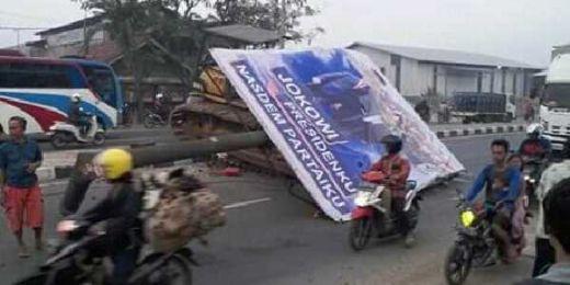 Bukan Kali Ini Saja, Pengendara Motor Tewas Tertimpa Baliho Jokowi Pernah Terjadi di Bekasi