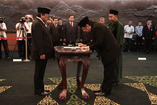 Leonardy Harmainy Dilantik Jadi Anggota MPR RI Sebagai PAW Irman Gusman