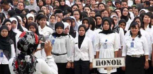 736 ribu Guru Honorer Tak Dapat THR, DPR Minta Pemerintah Carikan Solusi