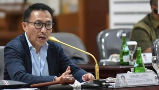 Ketua Komisi III Desak Kapolri Usut Dalang Pembakaran Bendera PDIP