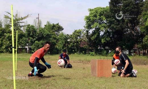 Pelatih Kiper Arema FC Fokus Benahi Mental, Fisik, dan Teknik