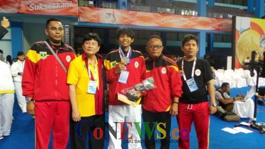 Tak Diunggulkan, Delvi Riski Raih Emas dan Catat Sejarah PON Pertama Sumbar dari Taekwondo
