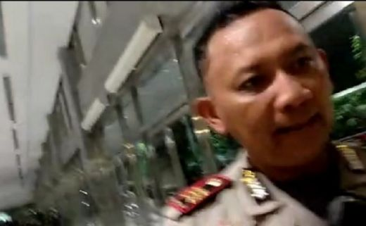 Ini Wajah Oknum Polisi yang Arogan Intimidasi Wartawati Peliput Aksi Mahasiswa di DPR
