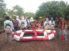 Bamsoet Berikan Bantuan Perahu Karet guna Evakuasi Korban Banjir