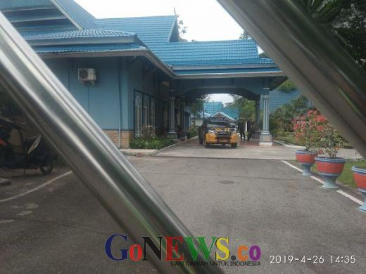 Sstt... Petugas KPK Geledah Rumah Dinas dan Ruang Kerja Wali Kota Dumai