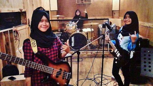 Band Hijaber Voice of Baceprot Kritik Sistem Pendidikan Lewat Lagu School Revolution