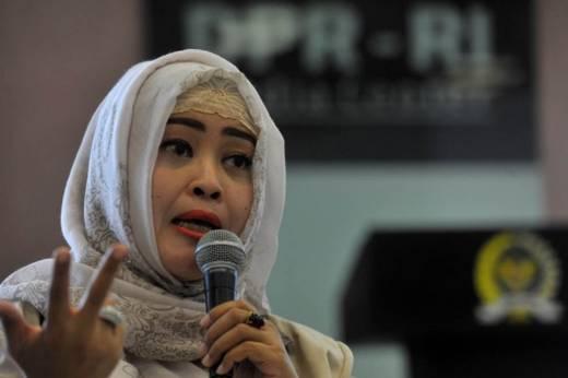 Fahira Idris Ajak Pilih Calon Gubernur yang Berani Tanda Tangan Kontrak Politik dengan Warga