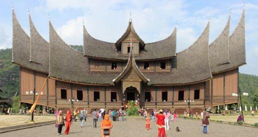 Masih Betah Libur Lebaran? Ini Rekomendasi Wisata Pilihan di Sumatera Barat