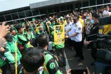 MPR Peduli Bagikan Asurasi, Partisi Portable dan Paket Sembako ke Pengemudi Ojol