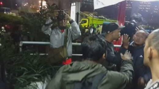 Miris, Gara-gara Pejabat Polri Mau Datang, Posko Pewarta Foto di Bundaran HI Dibongkar Paksa Satpol PP