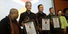 Gubernur Pertama yang Berkomunikasi dengan Warganya Lewat Twitter, Ganjar Pranowo Pecahkan Rekor MURI